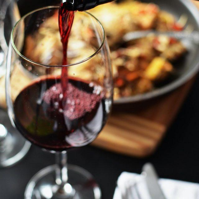 Wein und leckere Abendessen